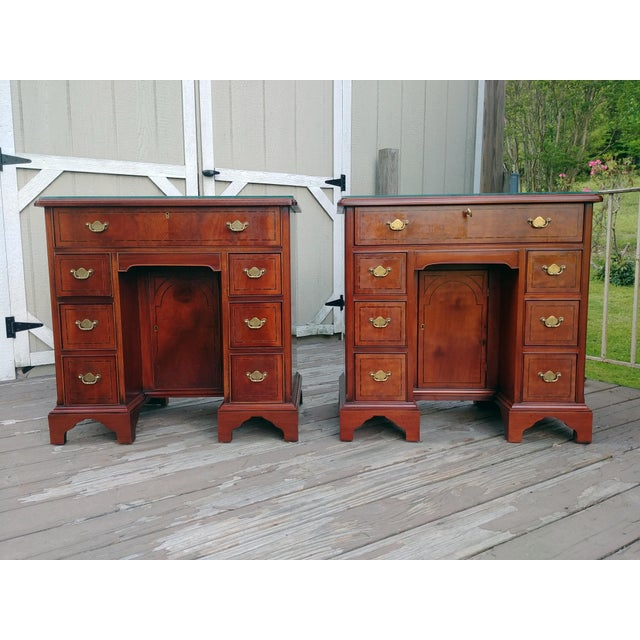 Hickory Chair Mahogany Mount Vernon Bureau Tables - a Pair For Sale - Image 13 of 13