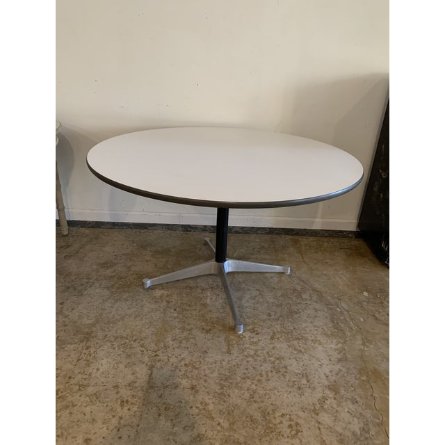 1960s Vintage Herman Miller Round Table For Sale In Los Angeles - Image 6 of 9