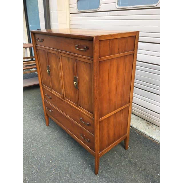 Up for sale is a mid-century Drexel Meridian 5 drawer chest. This walnut chest has a single top drawer with a pair of...
