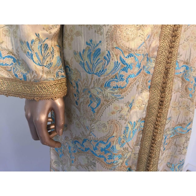 1970s Moroccan Turquoise and Gold Brocade Kaftan Size Medium For Sale - Image 5 of 9
