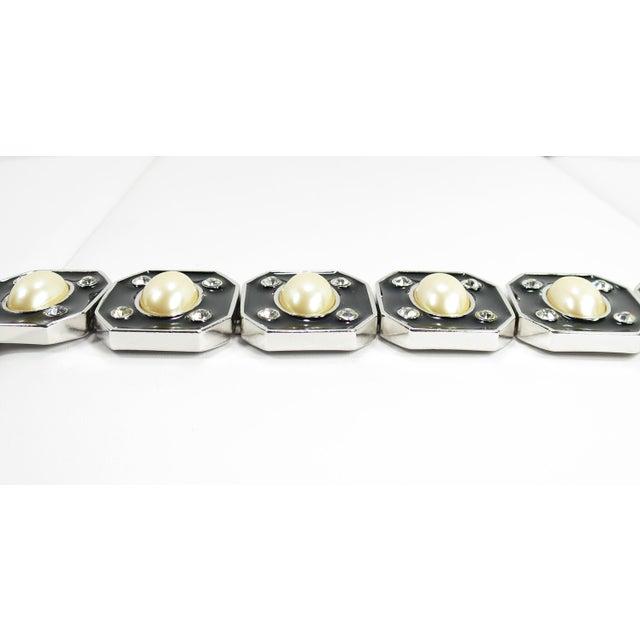 1980s 1980s Ysl Yves Saint Laurent Faux Mabe Pearl & Black Enamel Link Bracelet For Sale - Image 5 of 13