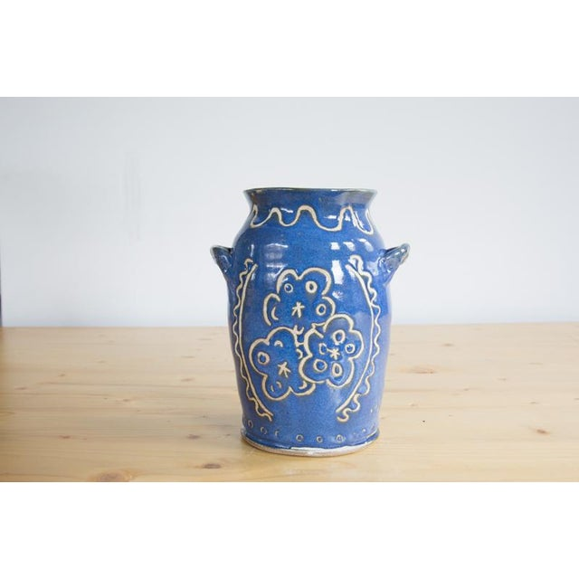 Created in collaboration with Kate's mother, Donna Ewell of Ewell Farm Studio. This is a hand thrown, hand painted, one-...