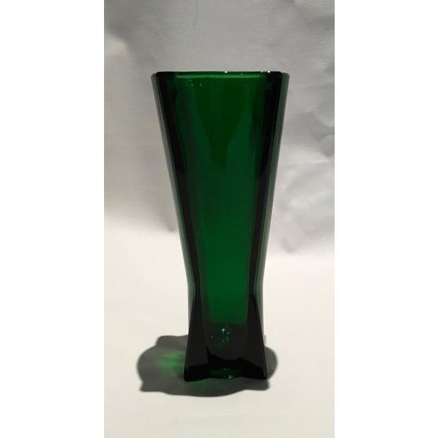 Mid-Century Modern 1961 Vintage Anchor Hocking Glass Co. Emerald Green Atomic Rocket Vase For Sale - Image 3 of 8
