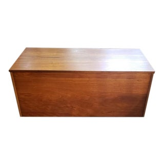 Vintage Teak Lift Top Trunk / Coffee Table C.1960s For Sale