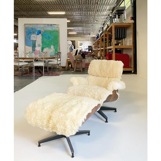 Charles and Ray Eames 670 Lounge Chair and 671 Ottoman in California Sheepskin For Sale - Image 11 of 13