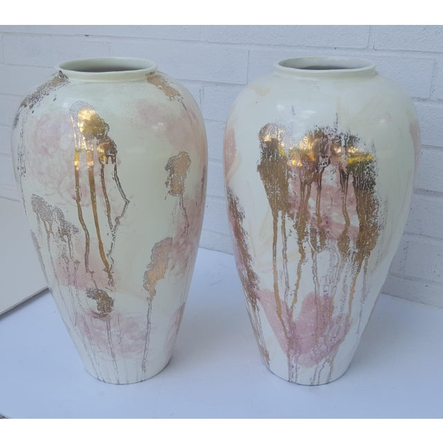 Vanguard Studios A Pair- Mid Century Vanguard Studios Pottery Abstract Liquid Gold and Pastel Pink Abstract Splatter Vases For Sale - Image 4 of 13