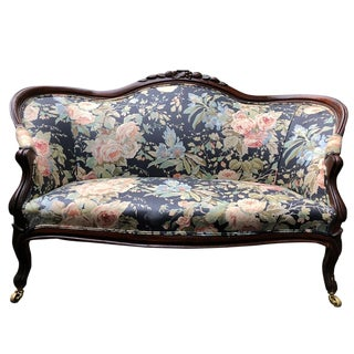 1900s Antique English Victorian Carved Mahogany Floral Settee Sofa For Sale