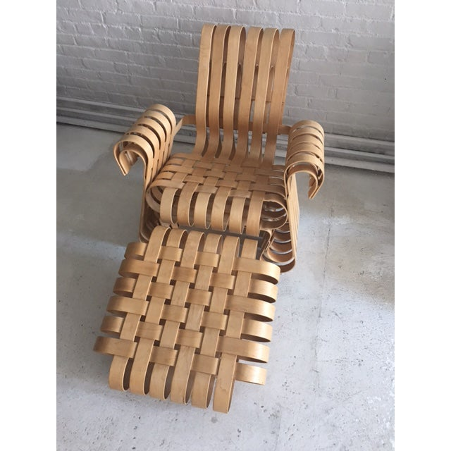 Frank Gehry 1990s Vintage Frank Gehry Power Play Chair and Ottoman For Sale - Image 4 of 4