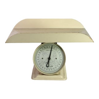 1940's Cream Metal Baby Scale Made in the United States For Sale