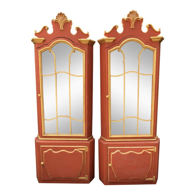 1940s Pair Red & Gold Hollywood Regency Corner Display Cabinets -Dorothy Draper For Sale - Image 5 of 5