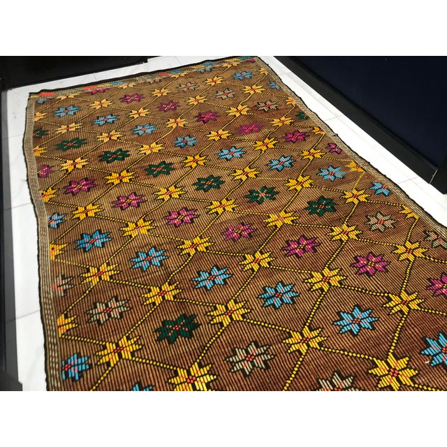1960s Vintage Turkish Handwoven Traditional Decorative Kilim Rug- 5′3″ × 8′6″ For Sale In Phoenix - Image 6 of 11