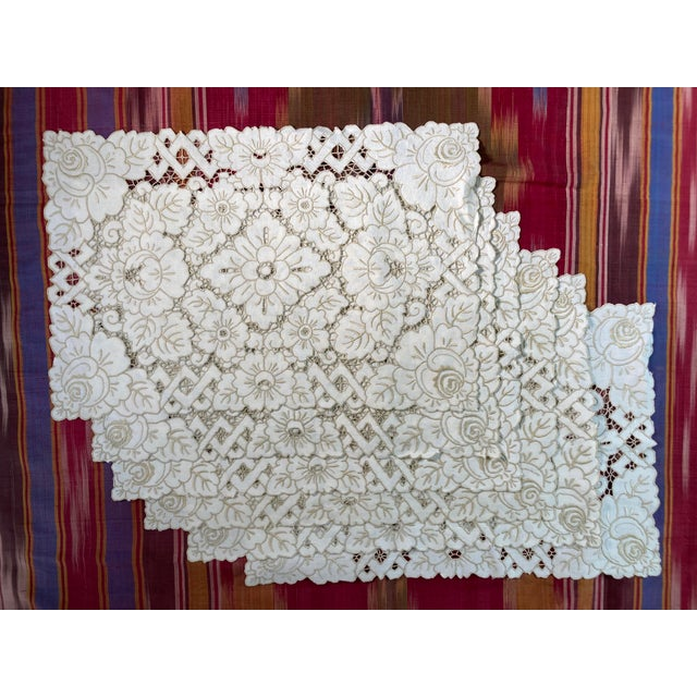 1960s Vintage Ivory Linen Embroidered Placemats- Set of 6 For Sale - Image 5 of 5