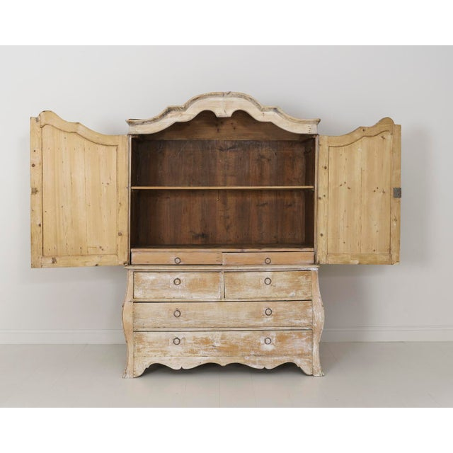 French 19th Century French Buffet Deux Corps Linen Press Cabinet in Original Patina For Sale - Image 3 of 10