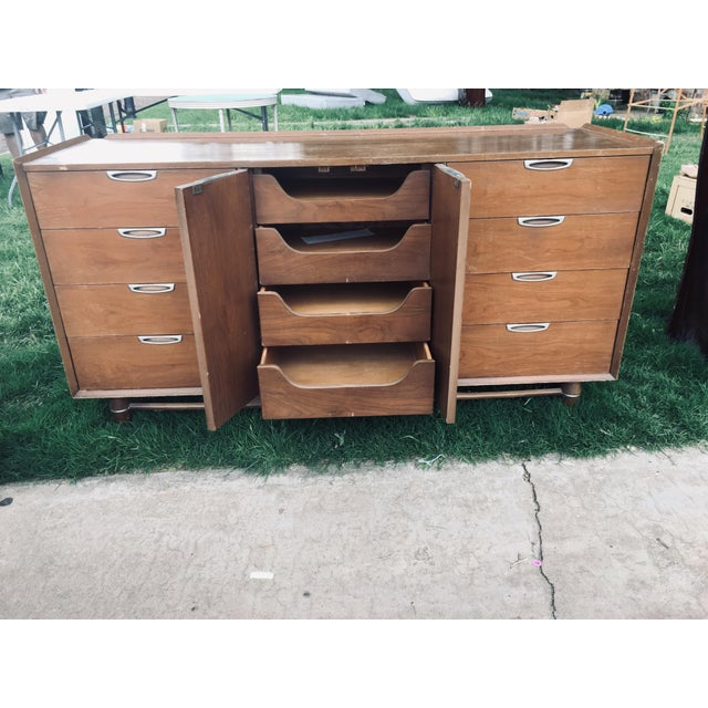 Broyhill 1974 Broyhill Premier Division Credenza With Mirror For Sale - Image 4 of 12