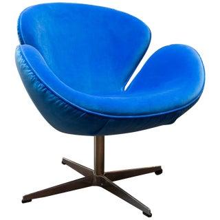Fritz Hansen Style Swan Chair in Blue Velvet For Sale