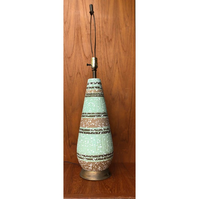 Metal Vintage 1960s Mid Century Modern Ceramic Table Lamp. For Sale - Image 7 of 7