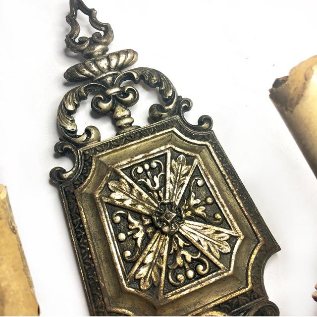 Georgian 1930s Antique Gothic Victorian Cast Iron Wall Sconce Light For Sale - Image 3 of 8