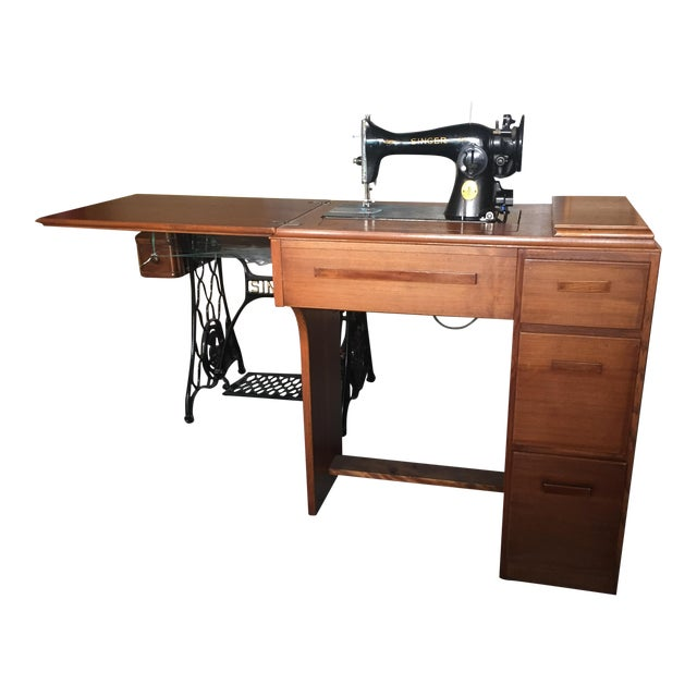 Vintage Singer Sewing Machine, 1947 - Image 1 of 4