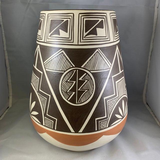 1970s Vintage Stella Teller Southwestern Polychrome Mountain Design Painted Vase For Sale - Image 5 of 13