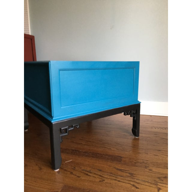 Asian 1970s Hollywood Regency Blue Hekman Side Table With Two Drawers For Sale - Image 3 of 8