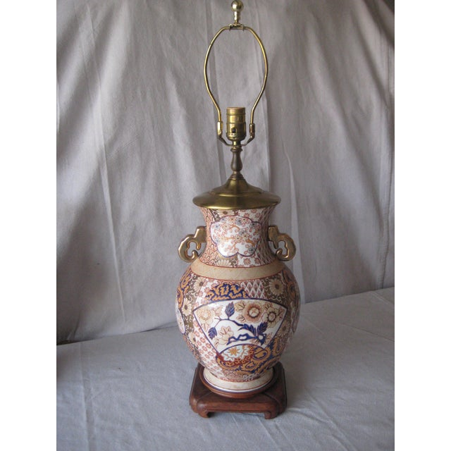 Elegant and impressive pair of Imari style lamps, in a vase shape on wood stand, lovely floral and abstract decor...