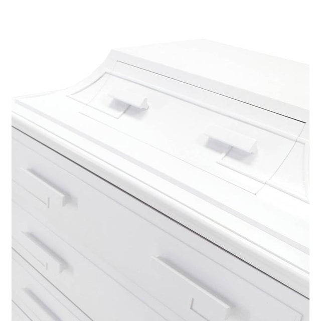 White Lacquer Pyramid Shape Bachelor Greek Key Ornament Chest For Sale In New York - Image 6 of 7
