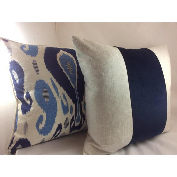 Duralee Pillow in John Robshaw Fazil in Blue Pillows - a Pair For Sale - Image 5 of 6