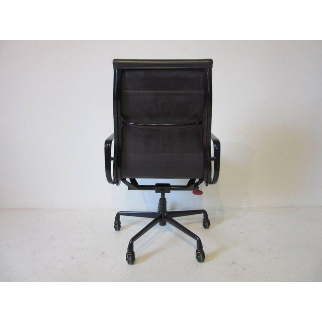 Aluminum Eames Soft Pad Aluminium Group Executive Chair in Dark Eggplant by Herman Miller For Sale - Image 7 of 8