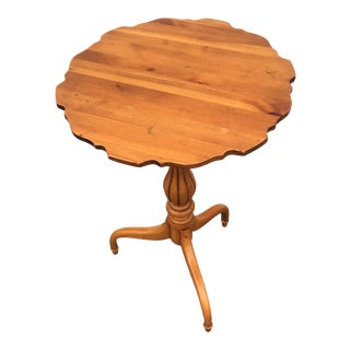 Vintage French Provincial Maple Accent Display Side Table For Sale
