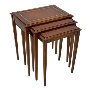 Mid 20th Century Mahogany Federal Style Leather Top Nesting Tables - Set of 3 For Sale