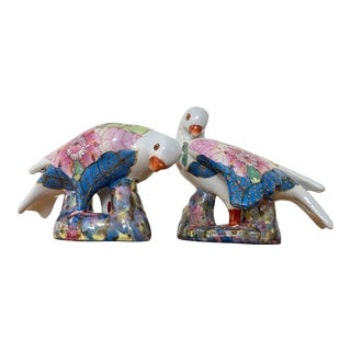 Vintage 1970s Chinoiserie Tobacco Leaf Porcelain Doves - a Pair For Sale