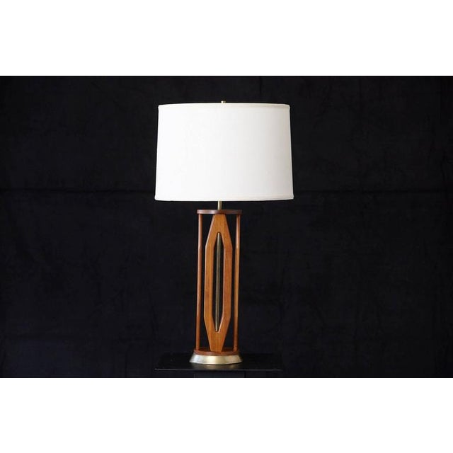 Mid-Century Modern Geometric Teak Table Lamp with Brass Base For Sale - Image 3 of 10