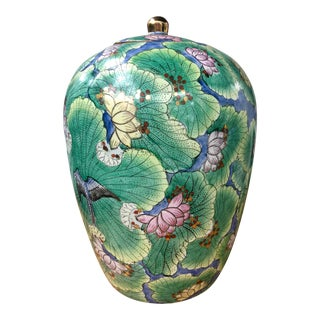20th Century Chinoiserie Colorful Hand-Painted and Gilt Waterlily and Lotus Ginger Jar For Sale