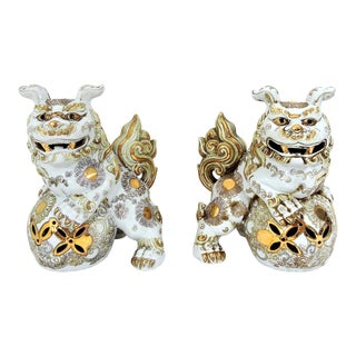 20th. Century Vintage White and Gilt Chinese Porcelain Guardian Foo Lions (Fu Dogs) - a Pair For Sale