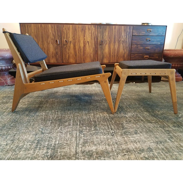 "Mid 20th Century Swedish Fumed Oak ""Hunting Chair"" With Ottoman by Uno & Osten Kristiansson, C. 1950's For Sale - Image 5 of 5"