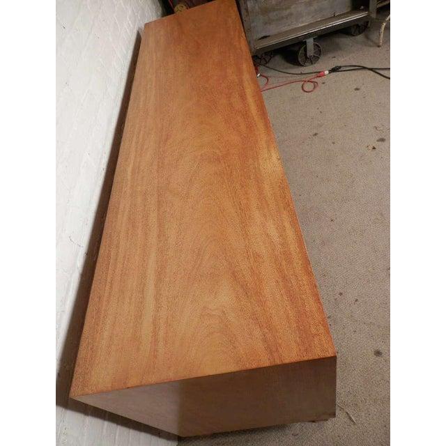 Mid-Century Modern John Widdicomb Mid-Century Dresser For Sale - Image 3 of 9