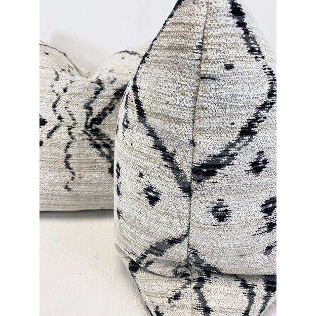 """Transitional Kravet """"Globe Trot"""" in Nero 22"""" Pillows - a Pair For Sale - Image 3 of 6"""