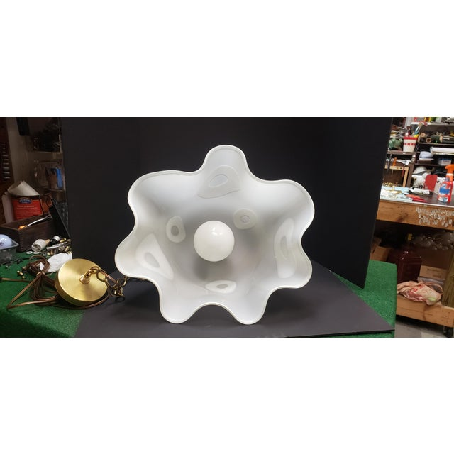 White Groovy Handkerchief Murano Pendant Light For Sale In Austin - Image 6 of 11