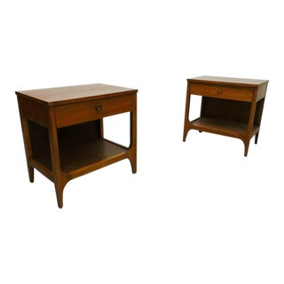 Broyhill Brasilia Mid-Century Modern Walnut Night Stands or Side Tables - a Pair For Sale