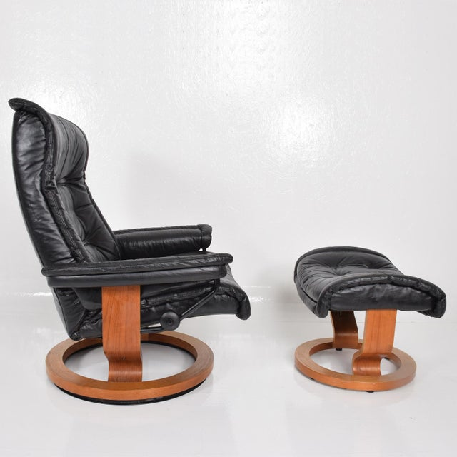 Vintage Scandinavian Modern Ekornes Stressless Recliner Chair & Ottoman For Sale - Image 9 of 11