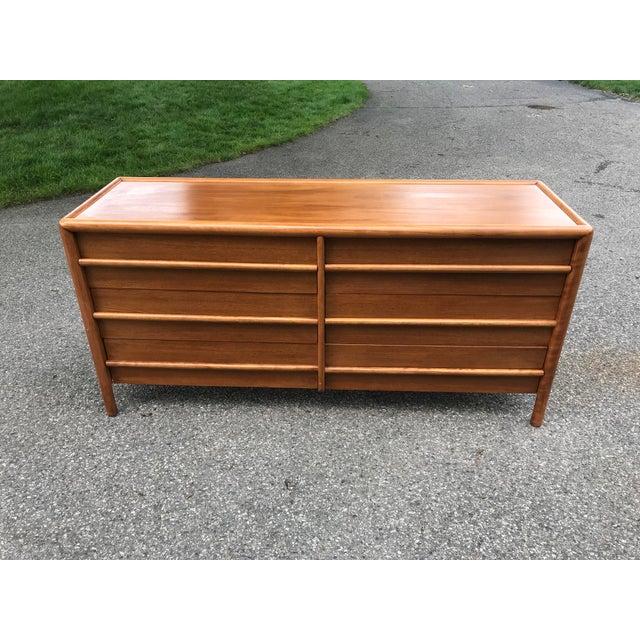 Wood Mid Century Walnut Dresser by Robsjohn Gibbings for Widdicomb For Sale - Image 7 of 7