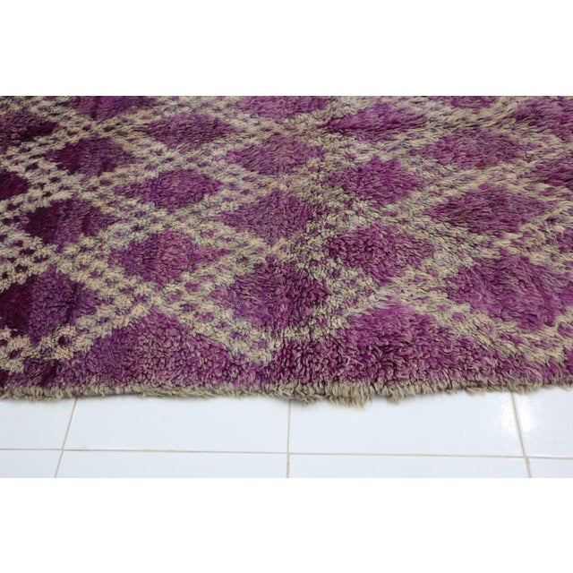 1970s 1970s Vintage Boujad Moroccan Rug- 4′7″ × 6′4″ For Sale - Image 5 of 6