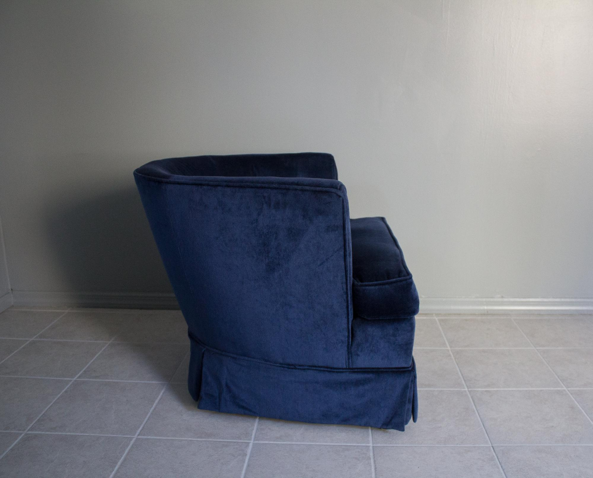 Hollywood Regency Navy Blue Velvet Barrel Chairs   A Pair For Sale   Image  3 Of