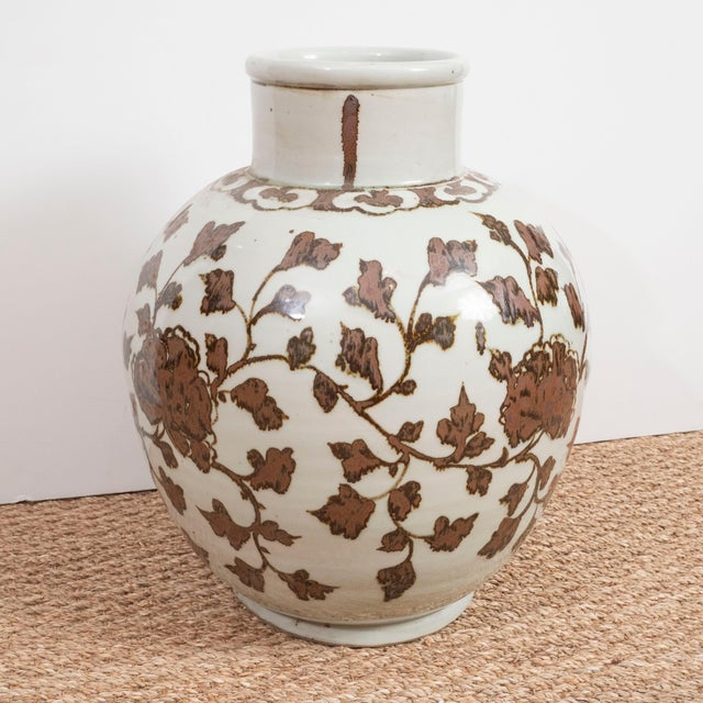 Late 20th Century Large Brown and White Chinese Export Vases - A Pair For Sale - Image 5 of 8