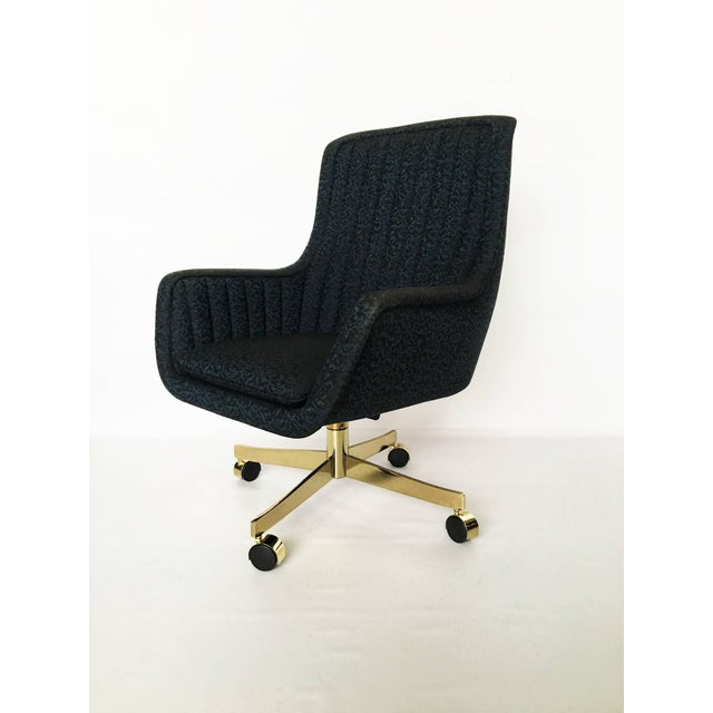 1970s Set of Eight Ward Bennett for Brickel Associates Swivel Chairs For Sale - Image 5 of 10