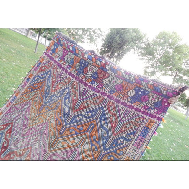 Handwoven Turkish Kilim Rug Pastel Colors Area Rug Petite Braided Kilim - 4′11″ × 9′4″ For Sale - Image 10 of 12
