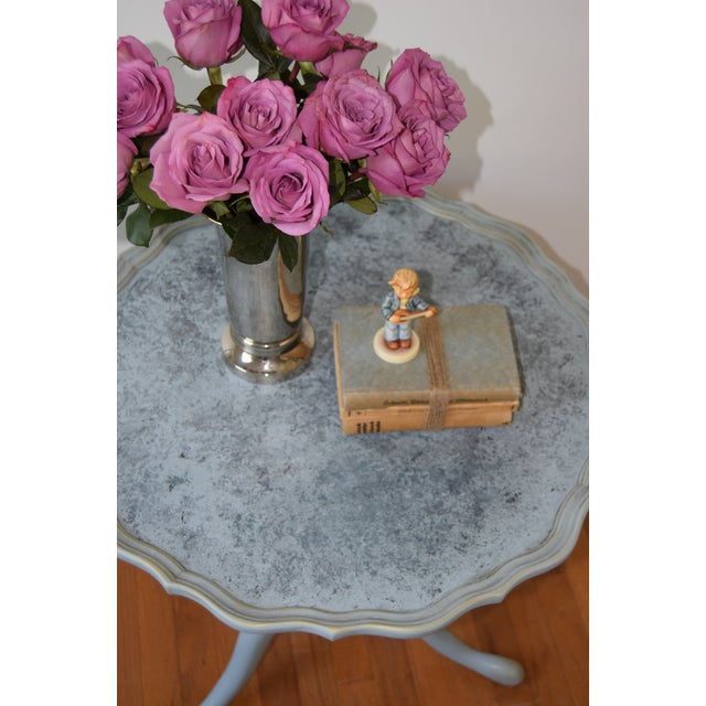 Gold 20th Century Shabby Chic Pie Crust Trim Gray Side Table For Sale - Image 8 of 9