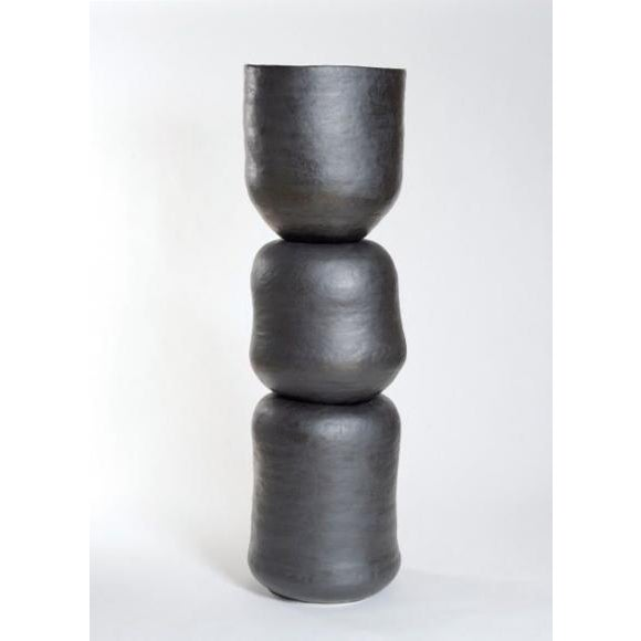 By deliberately reducing form and color, Sonja Duò-Meyer's ceramics embody expressive power with no distractions. The...