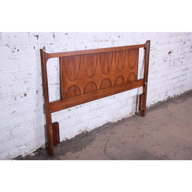 Broyhill Brasilia Mid-Century Modern Sculpted Walnut Queen Size Headboard For Sale In South Bend - Image 6 of 8