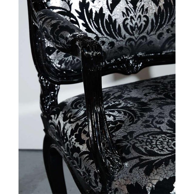 1920s Hollywood Regency Bergere Chair in Embossed Velvet & Black Lacquer For Sale - Image 5 of 10